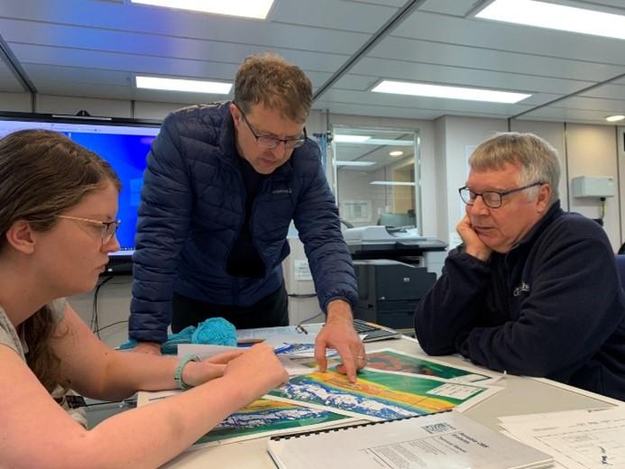 Discussing equipment deployment