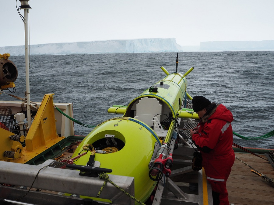 AUV on RV Araon