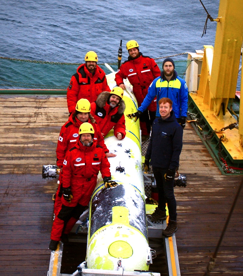 AUV team on RV Araon